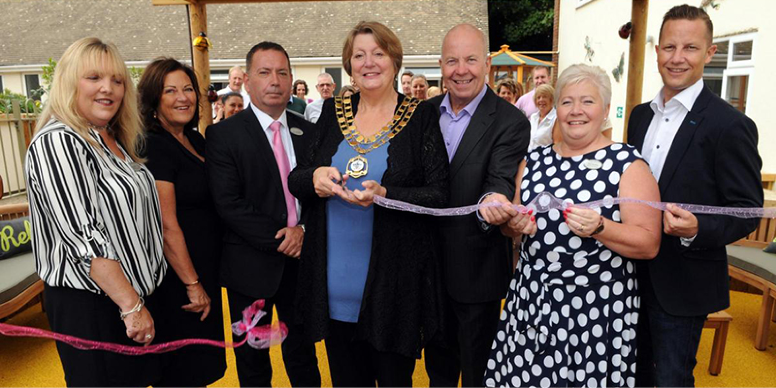 Swindon Mayor cuts the ribbon at opening of Sensory Garden designed for care home residents with dementia
